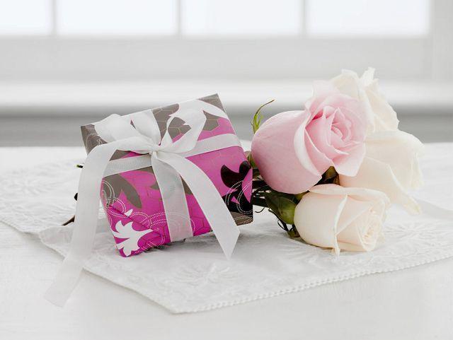 Що означають білі троянди подаровані чоловіком
