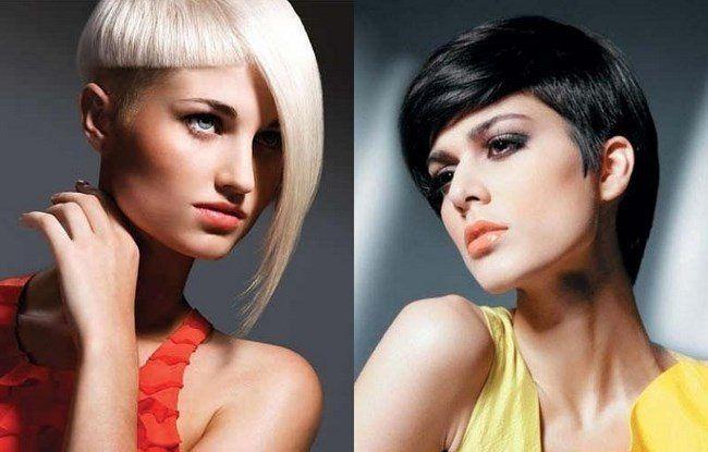 блондинка і брюнетка з гарсоном