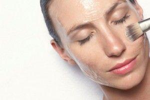 нанесення домашніх масок для жирної шкіри
