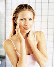 Догляд за жирною шкірою ефірними маслами.