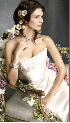 Вибір весільного плаття і біжутерії